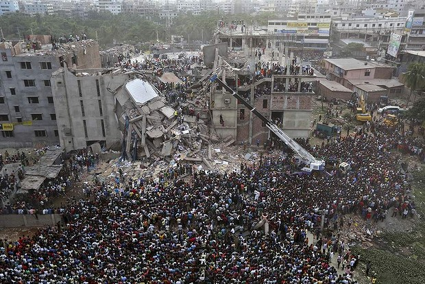 Bangladeshis watch the rescue operation.  Photo credit - AP Photo, dailylife.com.au